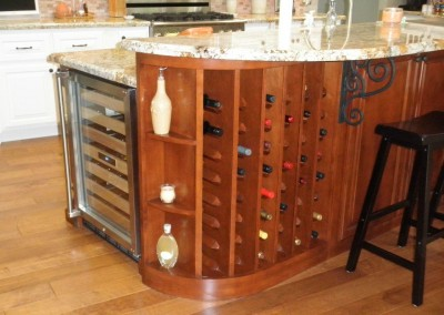 Vertical wine storage column