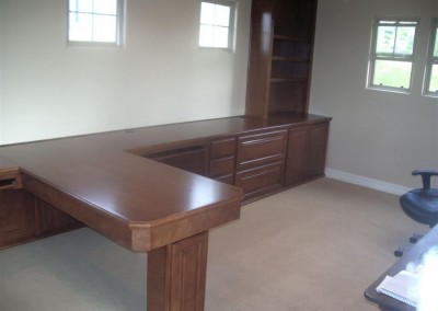 built in home office furniture and desks (103)
