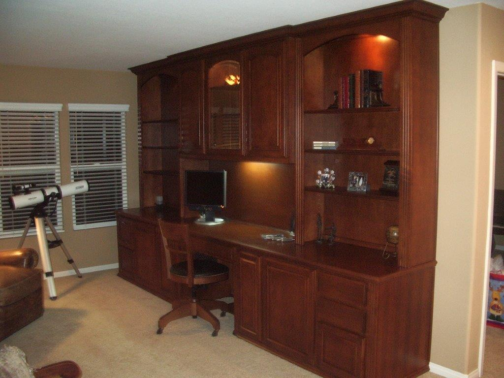 Home Office Built in Desks and Cabinets 1024 x 768
