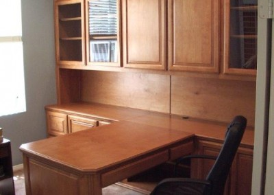built in home office furniture and desks (15)