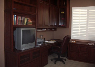 built in home office furniture and desks (24)