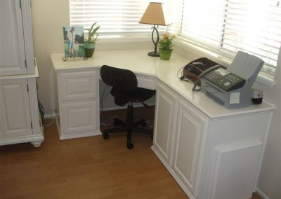 built in home office furniture and desks (38)