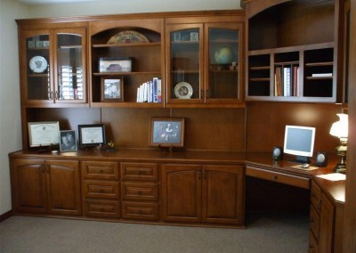 built in home office furniture and desks (44)