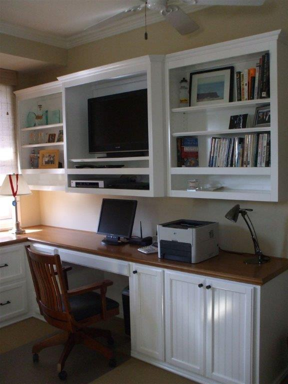built in home office furniture and desks (46)
