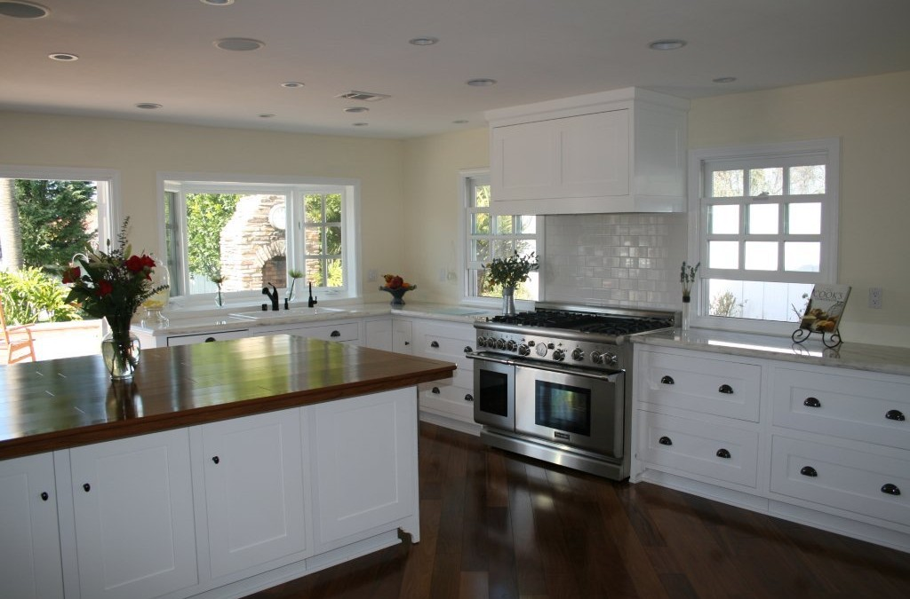 White kitchen cabinets really wow!