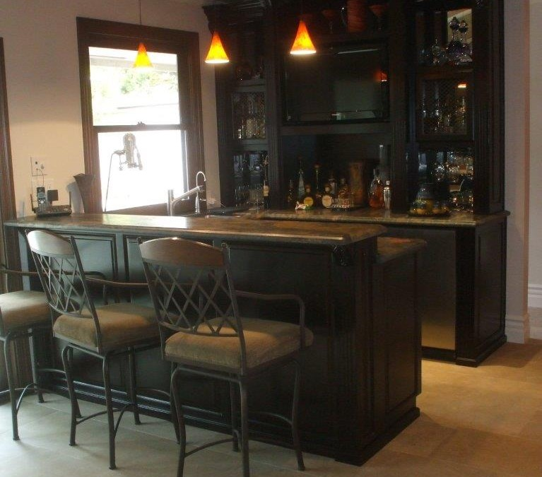 Custom home bar cabinets for your southern california home for Build a home bar from kitchen cabinets
